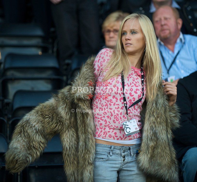 LONDON, ENGLAND - Saturday, October 31, 2009: A football WAG during the Premiership match at Craven Cottage. (Pic by David Rawcliffe/Propaganda)