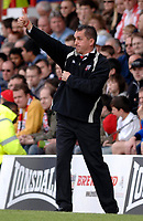 Photo: Daniel Hambury.<br />Brentford v Blackpool. Coca Cola League 1. 17/04/2006.<br />Brentford's manager Martin Allen shouts his orders from the sidelines.