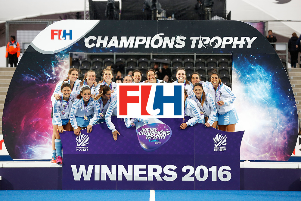 LONDON, ENGLAND - JUNE 26:  The Argentina women's hockey team after winning the FIH Women's Hockey Champions Trophy 2016 Final between the Netherlands and Argentina  at Queen Elizabeth Olympic Park on June 26, 2016 in London, England.  (Photo by Joel Ford/Getty Images)