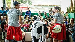 Vitrine do Leite durante a 39º Expointer - Exposição Internacional de Animais, Máquinas, Implementos e Produtos Agropecuários. A maior feira a céu aberto da América Latina,  promovida pela Secretaria de Agricultura e Pecuária do Governo do Rio Grande do Sul, ocorre no Parque de Exposições Assis Brasil, entre 27 de agosto e 04 de setembro de 2016 e reúne as últimas novidades da tecnologia agropecuária e agroindustrial. FOTO: Itamar Aguiar/ Agência Preview
