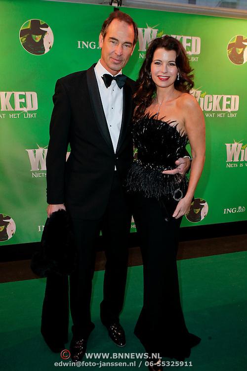 NLD/Scheveningen/20111106 - Premiere musical Wicked, Erik de Vogel en partner Caroline de Bruin