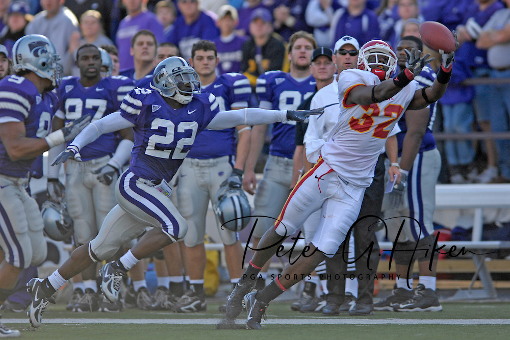 Iowa State wide receiver Milan Moses (32) makes a diving catch for a 37-yard gain past Kansas State defensive back Justin McKinney (22) in the fourth quarter at Bill Snyder Family Stadium in Manhattan, Kansas, October 28, 2006.  The Wildcats beat the Cyclones 31-10.<br />