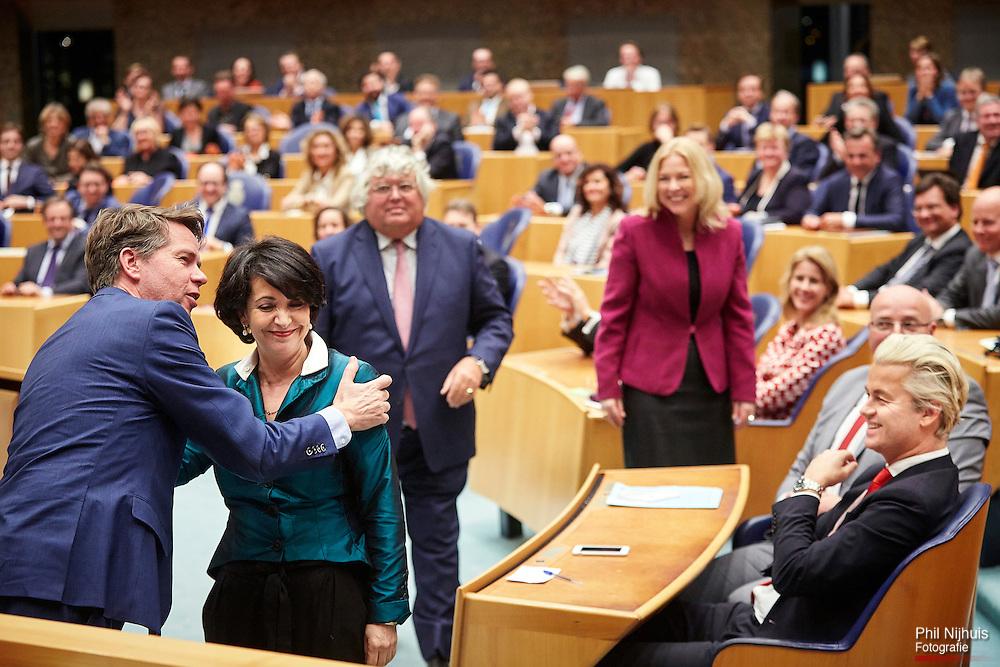 Den Haag, 13 januari 2016 - Khadija Arib (PvdA) is gekozen tot de nieuwe Tweede Kamervoorzitter en wordt gefeliciteerd door PVV kandidaat Martin Bosma.<br />  In de Tweede Kamer is de vergadering begonnen waarin de nieuwe voorzitter moet worden gekozen. De kandidaten Khadija Arib (PvdA), Madeleine van Toorenburg (CDA), Ton Elias (VVD) en Martin Bosma (PVV) zijn de kandidaten.<br /> Foto: Phil Nijhuis