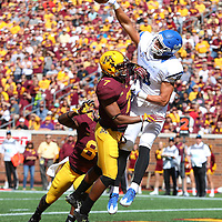 MINNEAPOLIS, MN - SEPTEMBER 10: Damarius Travis #7 of the Minnesota Golden Gophers breaks up a pass intended for Robert Tonyan Jr. #18 of the Indiana State Sycamores in the second quarter at TCFBank Stadium on September 10, 2016 in Minneapolis, Minnesota. (Photo by Adam Bettcher/Getty Images) *** Local Caption *** Damarius Travis; Robert Tonyan Jr.