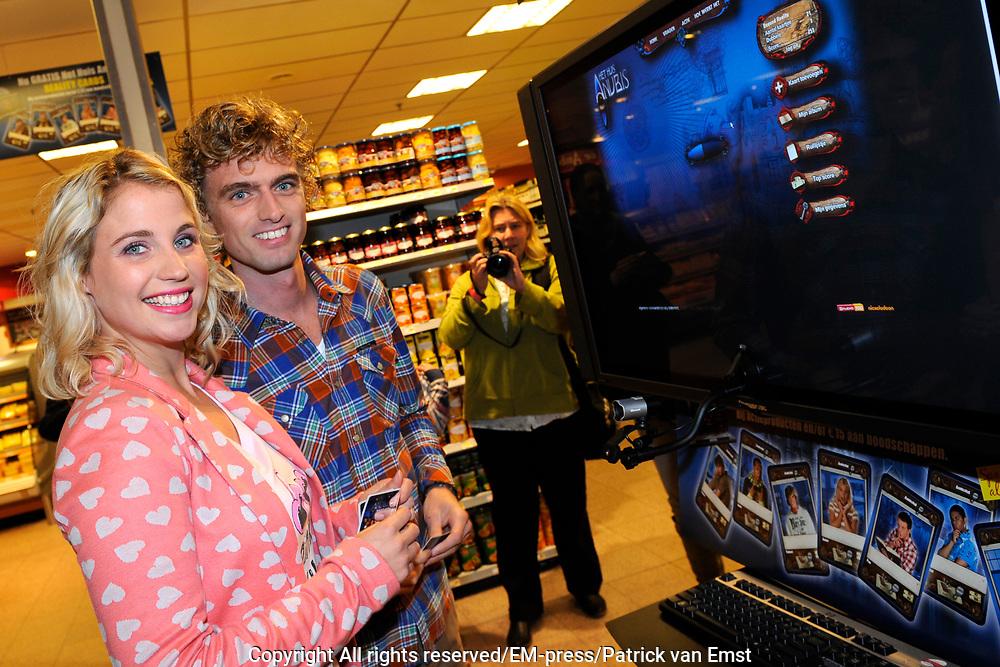 Lancering Anubis Reality Cards in de EM-TE Supermarkt in Nieuwegein.<br /> <br /> Op de foto:  Lucien van Geffen en Iris Hesseling
