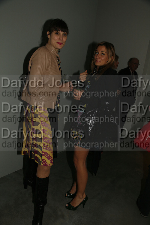 Maria Castione and Melissa del Bono, THE LOUISE T BLOUIN INSTITUTE OPENS WITH INAUGURAL EXHIBITION: James Turrell: A Life in Light Exhibition. OLAF ST. LONDON. 12 OCTOBER 2006.  -DO NOT ARCHIVE-© Copyright Photograph by Dafydd Jones 66 Stockwell Park Rd. London SW9 0DA Tel 020 7733 0108 www.dafjones.com