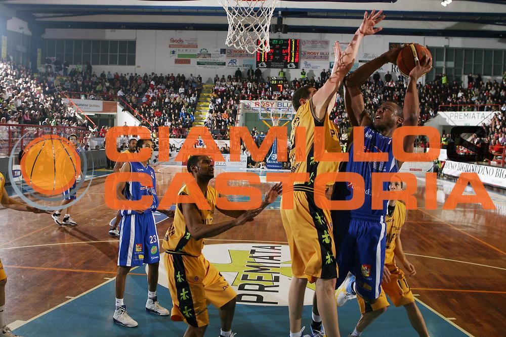 DESCRIZIONE : Porto San Giorgio Lega A1 2007-08 Premiata Montegranaro Pierrel Capo Orlando <br /> GIOCATORE : Rolando Howell <br /> SQUADRA : Pierrel Capo Orlando <br /> EVENTO : Campionato Lega A1 2007-2008 <br /> GARA : Premiata Montegranaro Pierrel Capo Orlando <br /> DATA : 29/03/2008 <br /> CATEGORIA : Tiro <br /> SPORT : Pallacanestro <br /> AUTORE : Agenzia Ciamillo-Castoria/G.Ciamillo <br /> Galleria : Lega Basket A1 2007-2008 <br />Fotonotizia : Porto San Giorgio Campionato Italiano Lega A1 2007-2008 Premiata Montegranaro Pierrel Capo Orlando <br />Predefinita :