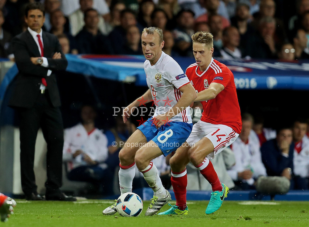 TOULOUSE, FRANCE - Monday, June 20, 2016: Wales' David Edwards in action against Russia's Denis Glushakov during the final Group B UEFA Euro 2016 Championship match at Stadium de Toulouse. (Pic by David Rawcliffe/Propaganda)