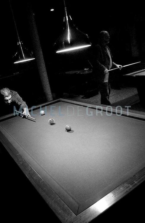 Groningen, 3/15/04: KAPPENBURG SOOS, de biljartclub van RuG medewerkers.  (foto: Michel de Groot)
