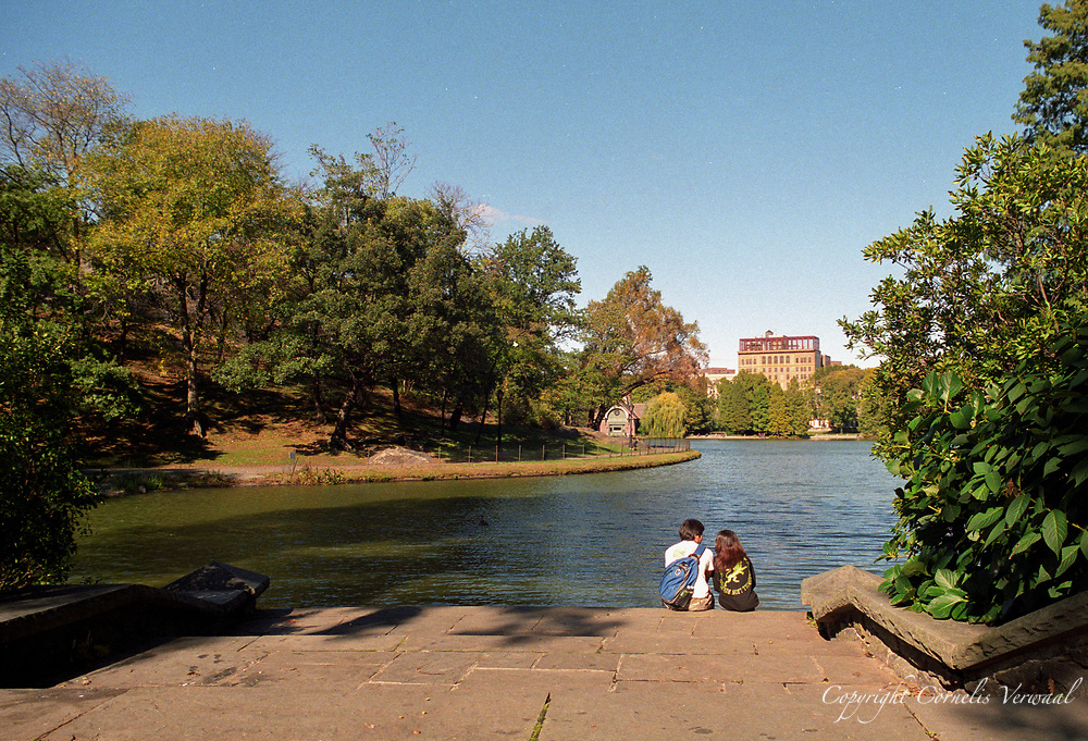 A romantic moment at Harlem Meer in Central Park