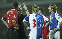 Photo: Aidan Ellis.<br /> Blackburn v Manchester United. Barclays Premiership. 01/02/2006.<br /> Referee Philm Dowd tells Rio Ferdinand and Robbie Savage to calm down earky on in the game