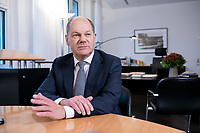 21 NOV 2018, BERLIN/GERMANY:<br /> Olaf Scholz, SPD, Bundesfinanzminister, waehrend einem Interview, in seinem Buero, Bundesministerium der Finanzen<br /> IMAGE: 20181121-01-016<br /> KEYWORDS: B&uuml;ro