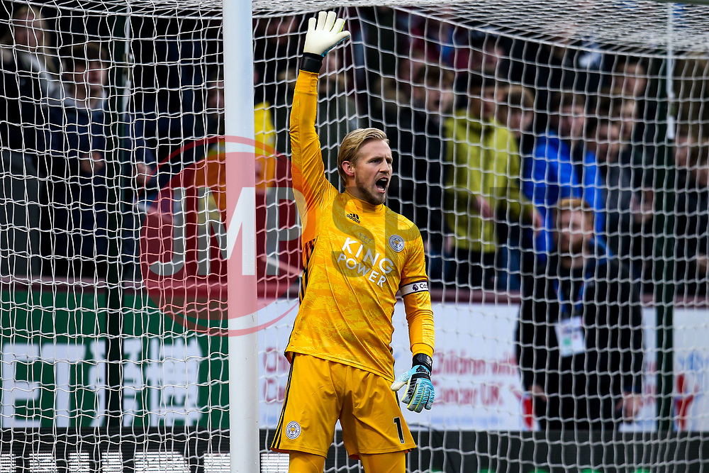 Kasper Schmeichel of Leicester City - Mandatory by-line: Robbie Stephenson/JMP - 19/01/2020 - FOOTBALL - Turf Moor - Burnley, England - Burnley v Leicester City - Premier League