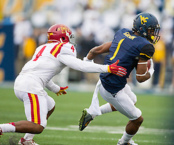 Nov 28, 2015; Morgantown, WV, USA;  West Virginia Mountaineers wide receiver Shelton Gibson (1) makes a catch and makes a move around Iowa State Cyclones defensive back Sam E. Richardson (4) to score during the first quarter at Milan Puskar Stadium. Mandatory Credit: Ben Queen-USA TODAY Sports
