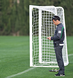 11.01.2014, Trainingsplatz, Jerez de la Frontera, ESP, 1. FBL, SV Werder Bremen, Trainingslager, im Bild Thomas Eichin (Geschaeftsfuehrer Sport, SV Werder Bremen) mit Telefon am Spielfeldrand // Thomas Eichin (Geschaeftsfuehrer Sport, SV Werder Bremen) mit Telefon am Spielfeldrand during Trainingsession of German Bundesliga Club SV Werder Bremen at Trainingsplatz in Jerez de la Frontera, Spain on 2014/01/11. EXPA Pictures © 2014, PhotoCredit: EXPA/ Andreas Gumz<br /> <br /> *****ATTENTION - OUT of GER*****