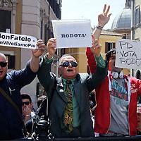Proteste contro il PD per Marini Presidente