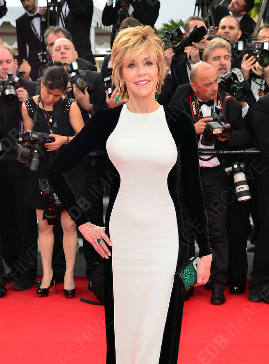 17.MAY.2012. CANNES<br /> <br /> JANE FONDA ATTENDS THE PREMIERE OF ROUILLE ET DOS AT THE PALAIS DE FESTIVAL IN CANNES DURING THE 65TH CANNES FILM FESTIVAL<br /> <br /> BYLINE: JO ALVAREZ/EDBIMAGEARCHIVE.COM<br /> <br /> *THIS IMAGE IS STRICTLY FOR UK NEWSPAPERS AND MAGAZINES ONLY*<br /> *FOR WORLD WIDE SALES AND WEB USE PLEASE CONTACT EDBIMAGEARCHIVE - 0208 954 5968*