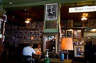 la Perla cafe, La Bocca area . the Historical tango area ,   Buenos Aires - Argentina  .///.cafe restaurant tango - la Perla - quartier de la Bocca  Buenos Aires - Argentine .///.BUAIR005