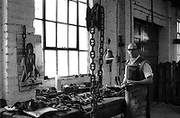 Chain making at Barzillai Hingley in Cradley Heath, The Black Country West Midlands UK 1977