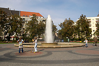 03 OCT 2003, BERLIN/GERMANY:<br /> Brunnen Victoria-Luise-Platz<br /> IMAGE: 20031003-01-024