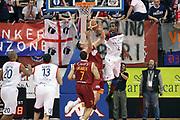 DESCRIZIONE : Biella Lega A 2009-10 Angelico Biella Lottomatica Virtus Roma<br /> GIOCATORE : Pervis Pasco Andrea Crosariol<br /> SQUADRA : Angelico Biella Lottomatica Virtus Roma<br /> EVENTO : Campionato Lega A 2009-2010 <br /> GARA : Angelico Biella Lottomatica Virtus Roma<br /> DATA : 07/03/2010 <br /> CATEGORIA : Stoppata Rimbalzo<br /> SPORT : Pallacanestro <br /> AUTORE : Agenzia Ciamillo-Castoria/S.Ceretti<br /> Galleria : Lega Basket A 2009-2010 <br /> Fotonotizia : Biella Campionato Italiano Lega A 2009-2010 Angelico Biella Lottomatica Virtus Roma<br /> Predefinita :