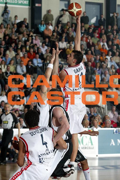 DESCRIZIONE : Biella Lega A1 2005-06 Angelico Biella Whirlpool Varese <br />GIOCATORE : Garri<br />SQUADRA : Angelico Biella<br />EVENTO : Campionato Lega A1 2005-2006<br />GARA : Angelico Biella Whirlpool Varese<br />DATA : 19/03/2006<br />CATEGORIA : Tiro<br />SPORT : Pallacanestro<br />AUTORE : Agenzia Ciamillo-Castoria/S.Ceretti