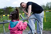 Darmstadt - Eberstadt | 20. April 2010..Coming home: Menowin Froehlich (2. Platz 7. Staffel Deutschland sucht den Superstar DSDS) zu Besuch in Darmstadt-Eberstadt, hier: Menowin telefoniert, dabei betrachtet er ein kleines Maedchen. ..©peter-juelich.com