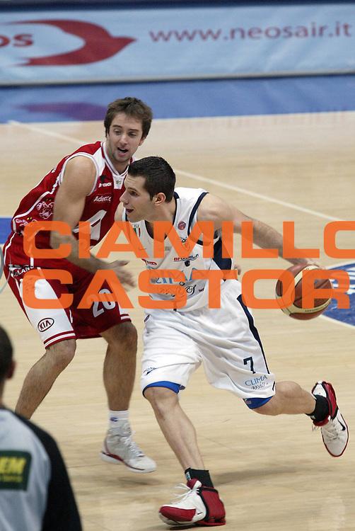 DESCRIZIONE : Bologna Lega A1 2005-06 Climamio Fortitudo Bologna Armani Jeans Milano<br /> GIOCATORE : Bagaric<br /> SQUADRA : Climamio Fortitudo Bologna <br /> EVENTO : Campionato Lega A1 2005-2006<br /> GARA : Climamio Fortitudo Bologna Armani Jeans Milano<br /> DATA : 20/11/2005<br /> CATEGORIA : Penetrazione<br /> SPORT : Pallacanestro<br /> AUTORE : Agenzia Ciamillo-Castoria/E.Pozzo