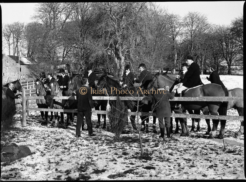 Hunt meets at Brittas, Co Dublin.    (K85)..1977..29.01.1977..01.29.1977..29th January 1977..A new year hunt meet was held today at Brittas,Co Dublin.The hunt started at Brittas Lodge..Image shows riders preparing for the start of the hunt.