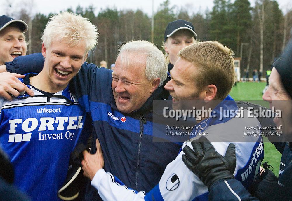 Vasemmalta: Toni Kolehmainen, Harri Kampman, Mike Peltola.&amp;#xA;AC Oulu-Atlantis, Ykk&ouml;nen, Oulu 21.10.2006.&amp;#xA;Photo: Jussi Eskola<br />