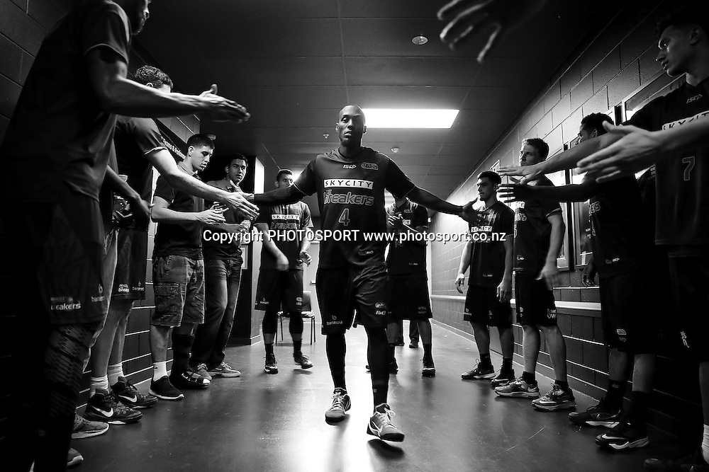Cedric Jackson of the Breakers prepares to get on to the court. 2014/15 ANBL, SkyCity Breakers vs Adelaide 36ers, Vector Arena, Auckland, New Zealand. Thursday 12 February 2015. Photo: Anthony Au-Yeung / www.photosport.co.nz