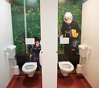 ZWOLLE - Met foto's beplakte WC's .HC Zwolle, Fusieclub (ZMHC en Tempo'41 fuseren naar Hockeyclub Zwolle) in 2012. COPYRIGHT KOEN SUYK