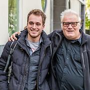 """NLD/Amsterdam/20170413 - boekpresentatie """"Buurman, wat doet u nu"""", Paul Ruven en zoon Thijs"""