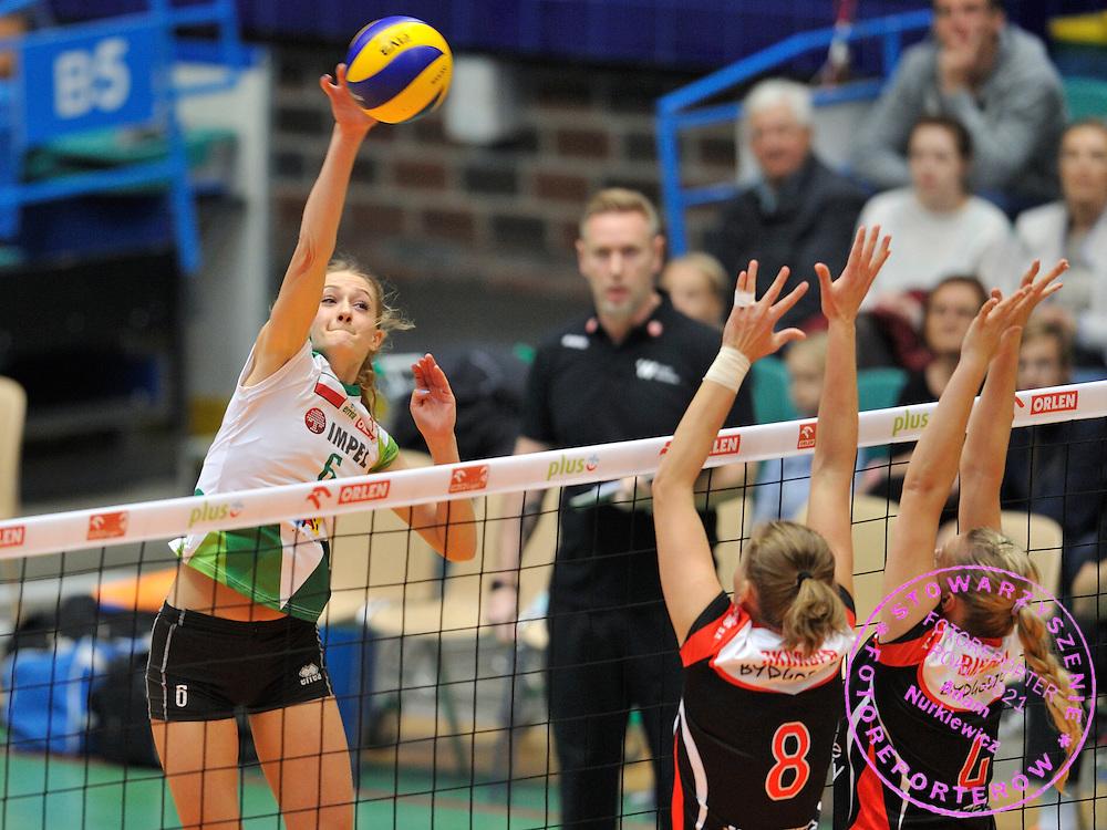 Wroclaw 05/10/2014 Mecz Orlen Ligi Impel Wroclaw v KS Palac Bydgoszcz.<br /> Na zdj. Atakuje Anna Grejman /Impel/<br /> Fot. Piotr Hawalej