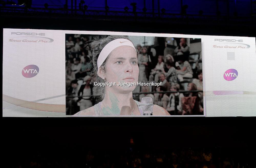 Porsche Cup 2011 in Stuttgart, internationales WTA Damen Tennis Turnier, Porsche Arena, Bild der Siegerin Julia Goerges (GER) auf dem Stadionmonitor.Feature,