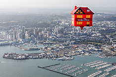 Auckland-Three storey hot air balloon floats over the city