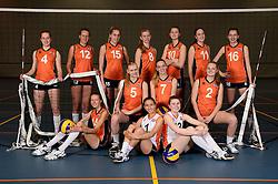13-05-2014 NED: Selectie Nederlands volleybal team meisjes jeugd, Arnhem<br /> Op Papendal werd het Nederlands team volleybal seizoen 2014-2015 gepresenteerd / Teamfoto