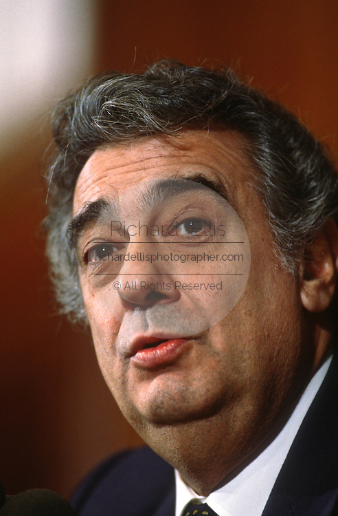 Opera star Placido Domingo a speaks at the Press Club November 21, 1997 in Washington, DC.