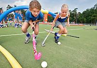 VALKENSWAARD - KNHB kids clinic. COPYRIGHT  KOEN SUYK (Copyright-vrij-gebruik door KNHB / Hockey.NL)