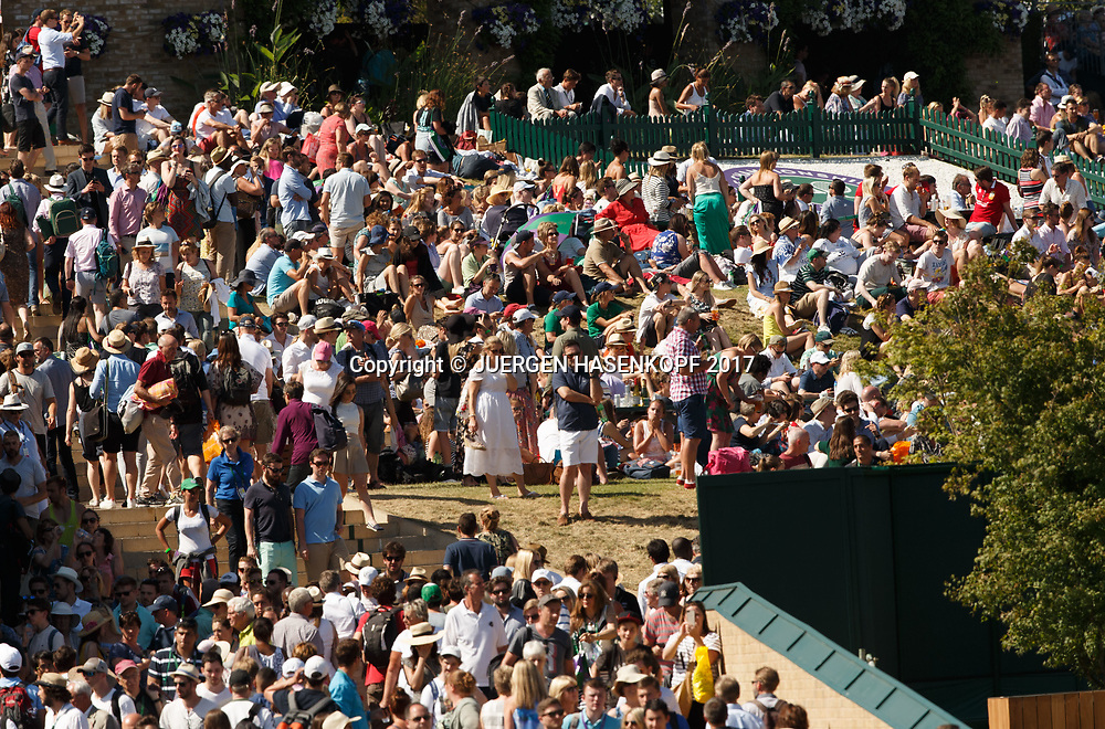 Wimbledon Feature, Menschenmenge auf der Anlage,Zuschauer,Fans,<br /> <br /> Tennis - Wimbledon 2017 - Grand Slam ITF / ATP / WTA -  AELTC - London -  - Great Britain  - 8 July 2017.