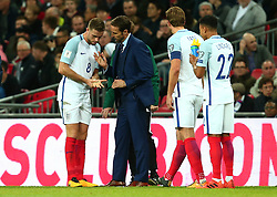 England Manager Gareth Southgate speaks to Jordan Henderson of England - Mandatory by-line: Robbie Stephenson/JMP - 05/10/2017 - FOOTBALL - Wembley Stadium - London, United Kingdom - England v Slovenia - World Cup qualifier