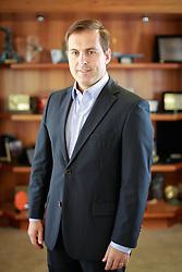 O vice-presidente de Jornais, Rádios e Digital do Grupo RBS, Eduardo Smith. Formado em Ciências da Computação pela Universidade Federal do Rio Grande do Sul (UFRGS), é pós-graduado em Administração de Empresas e Finanças, ambas pela Pontifícia Universidade Católica do Rio Grande do Sul (PUCRS). Concluiu MBA na Stanford University (EUA). FOTO: Jefferson Bernardes / Preview.com