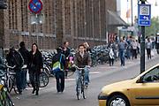 Fietsers rijden bij de Neude in Utrecht.<br /> <br /> Cyclists at the Neude in Utrecht.
