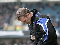 Photo: Lee Earle.<br /> Millwall v Everton. The FA Cup. 07/01/2006. Everton manager David Moyes watches his team warm up, pre-kick off.