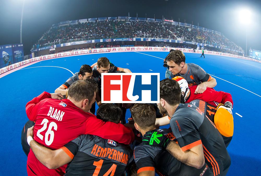 BHUBANESWAR - Teamhuddle  voor de Hockey World League Final wedstrijd Belgie-Nederland (3-0).   COPYRIGHT KOEN SUYK