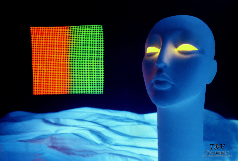 Mannequin with glowing eyes and floating mesh.Black light