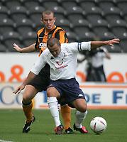 Fotball<br /> Treningskamp England<br /> <br /> Foto: Andrew Unwin, Digitalsport<br /> NORWAY ONLY<br /> <br /> Hull City v Tottenham Hotspurs<br /> Pre-Season Football Friendly<br /> 24/07/2004<br /> <br /> Tottenham's Stephen Carr (r) holds off Hull's Aaron Wilbraham (l).