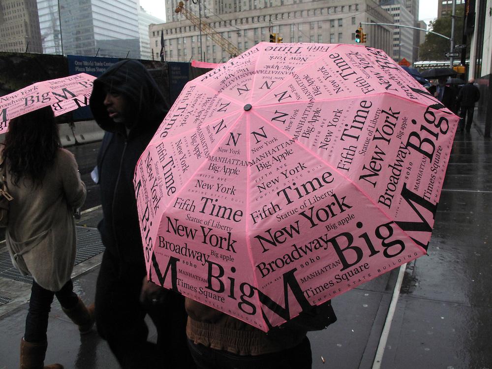 New York City USA Schirm Regenschirm Wetter Regen Schirm Stars and Stripes Umbrella Parasol..From the series 'Umbrellas' © Stefan Falke.