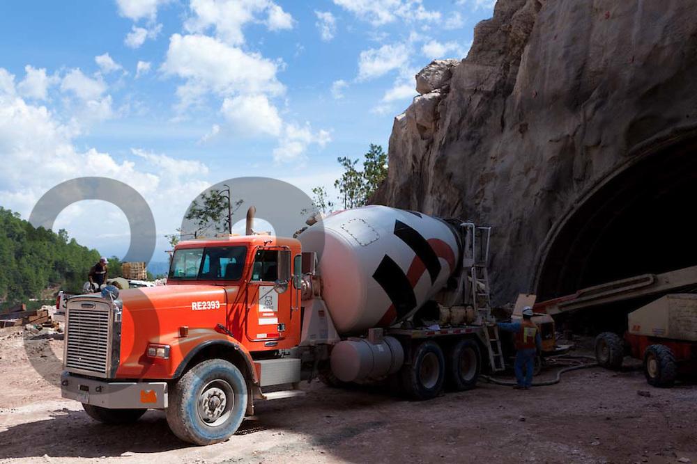 Construcción de la carretera Durango - Mazatlan, realizada con concreto de Holcim Apasco