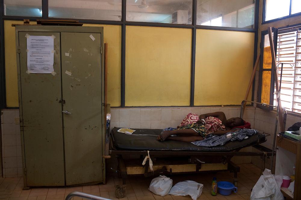 Rakiata, 23 in the intensive ward, she was brought in with post partum eclampsia a rare, frightening and potentially tragic complication of hypertensive pregnancies. Hospital Yalgado, Ouagadougou, Burkina Faso MR